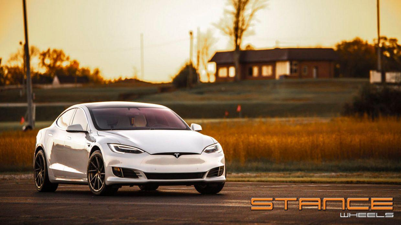 Stance SF01 on Tesla Model S