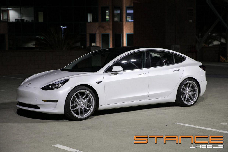 Stance SF03 on Tesla Model 3
