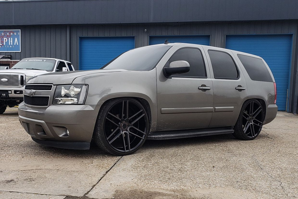 Status Status Titan Wheels on Chevrolet Tahoe