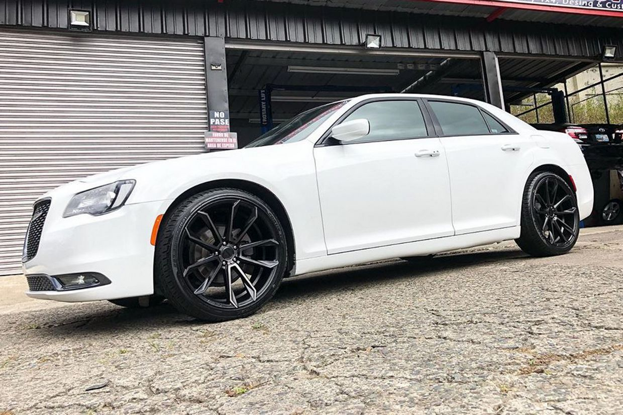 Status Status Mastadon Wheels on Chrysler 300