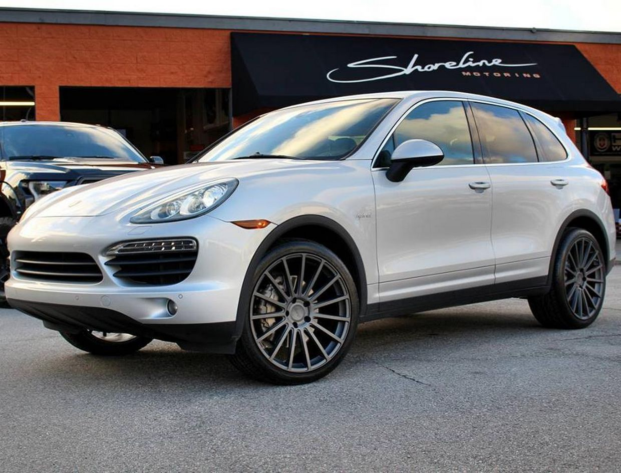 Victor Equipment Victor Equipment Sascha Wheels on Porsche Cayenne